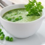 Erbsen-Matcha-Suppe