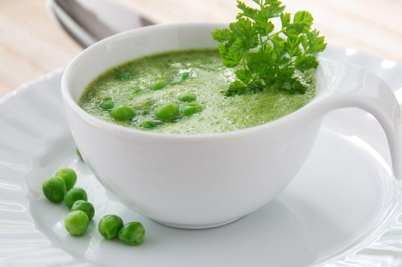 Matcha Suppe mit Erbsen