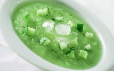 Matcha-Gurken-Suppe